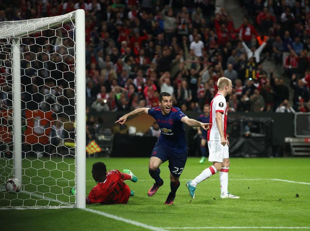 Ajax Menguasai Pertandingan, MU yang Menang