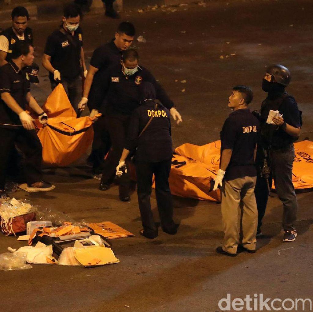 Foto-foto Kantong Jenazah di TKP Bom Kampung Melayu