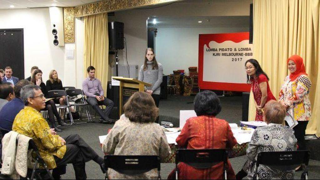 Aksi Warga Australia Berpidato Bahasa Indonesia