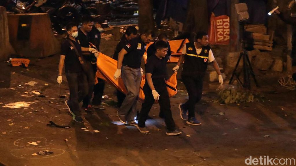 Olah TKP Bom Kampung Melayu Selesai, Garis Polisi Masih Terpasang