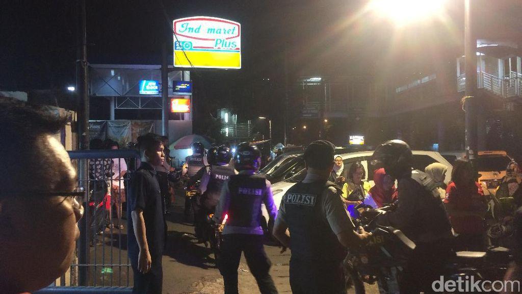 Keluarga dan Polisi Mulai Berdatangan ke RS Premier Jatinegara
