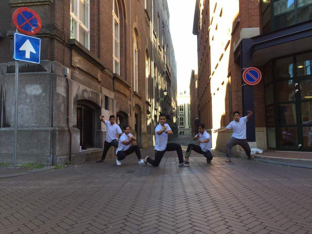 Aksi Lima Pesilat Indonesia di Lange Houtsraat Den Haag