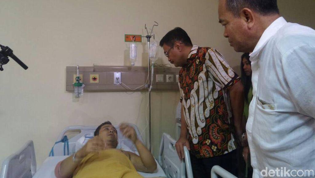 Djarot Jenguk Korban Bom Kampung Melayu di RS Budi Asih