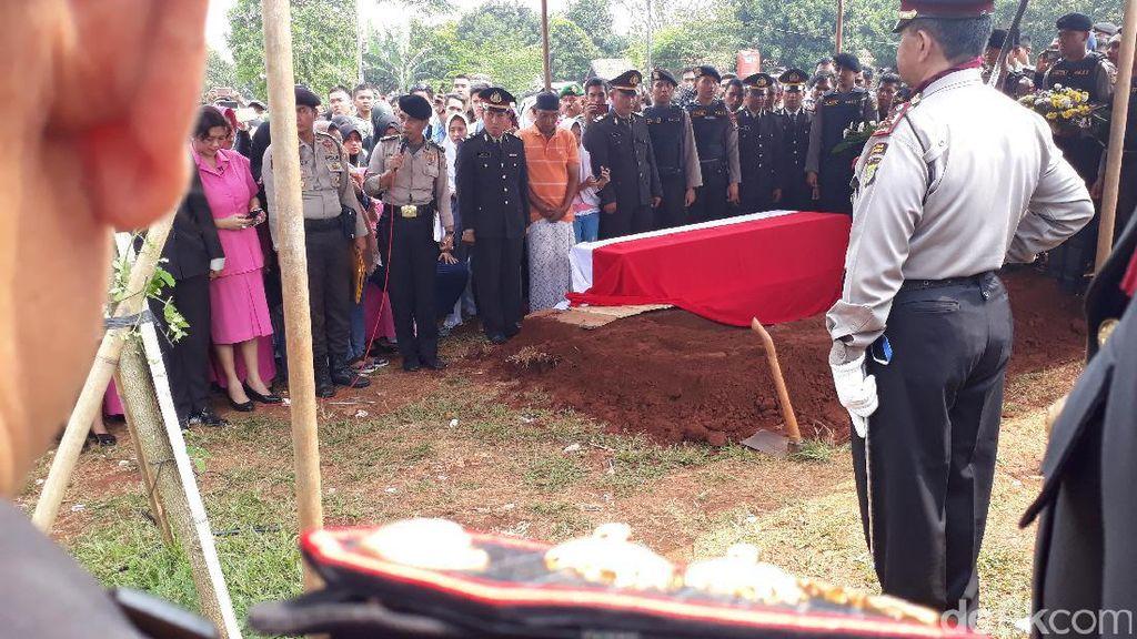Wakapolda Metro Jaya Pimpin Pemakaman Jenazah Bripda Taufan