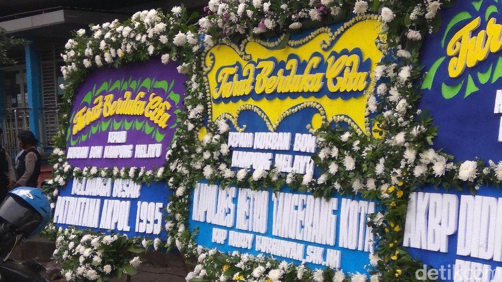 Ada Tiga Karangan Bunga di Lokasi Bom Kampung Melayu
