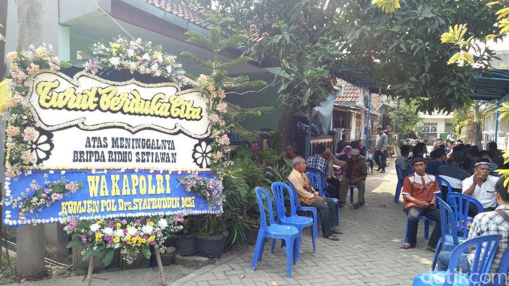 Karangan Bunga Wakapolri dan Kapolda Metro di Rumah Duka Bripda Ridho