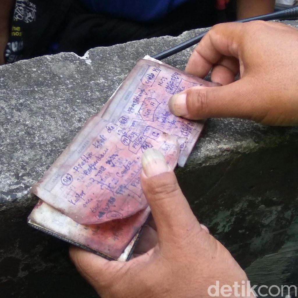 Polisi Temukan Buku Catatan di Dekat Lokasi Bom Kampung Melayu