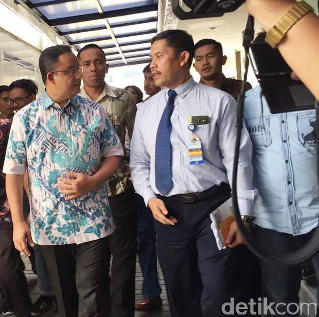 Anies Baswedan Jenguk Korban Bom Kampung Melayu di RS Jatinegara
