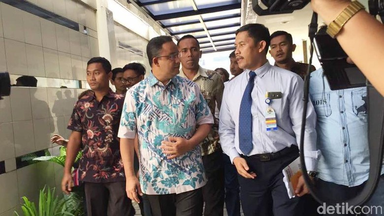 Jenguk Korban Bom Kampung Melayu, Anies: Jakarta Tak Boleh Takut