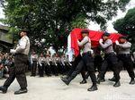 Melihat Polisi yang Jadi Sasaran di Tengah Isu Pengadaan Senjata