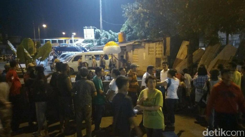 Garis Polisi Dilepas, Warga Padati Lokasi Bom Kampung Melayu