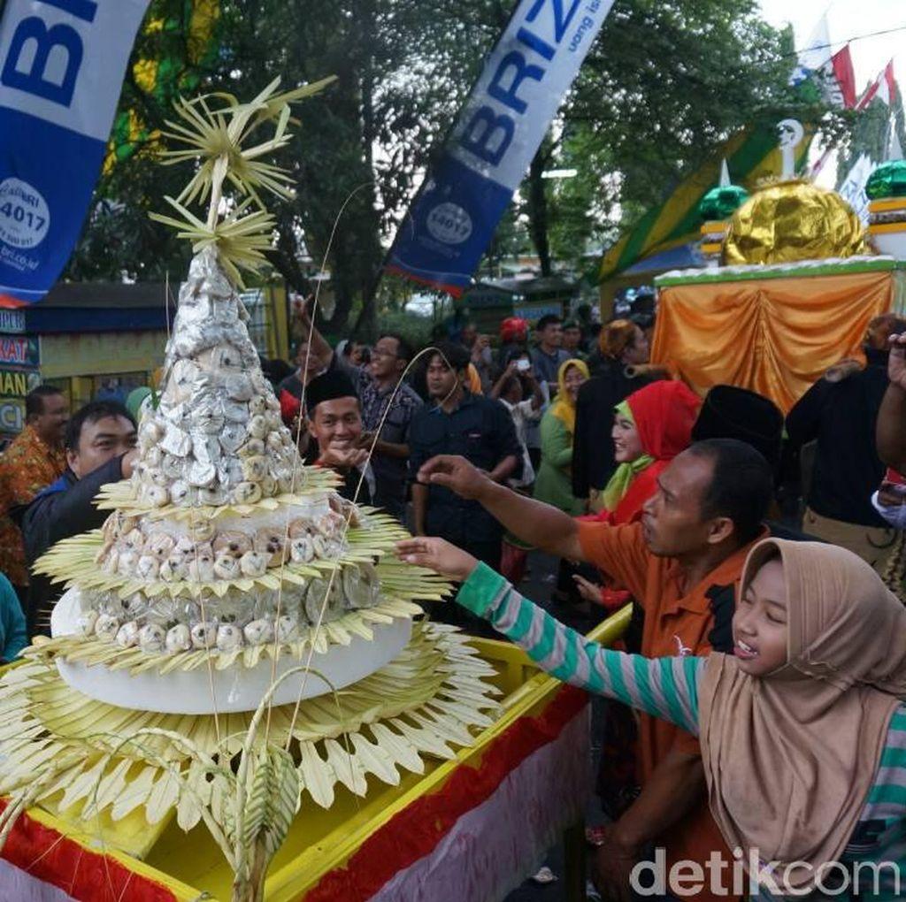 Tradisi Gerebek Apem, Cara Warga Jombang Sambut Ramadan