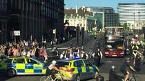Ada Kendaraan Mencurigakan, Polisi Tutup Akses Jembatan Westminster