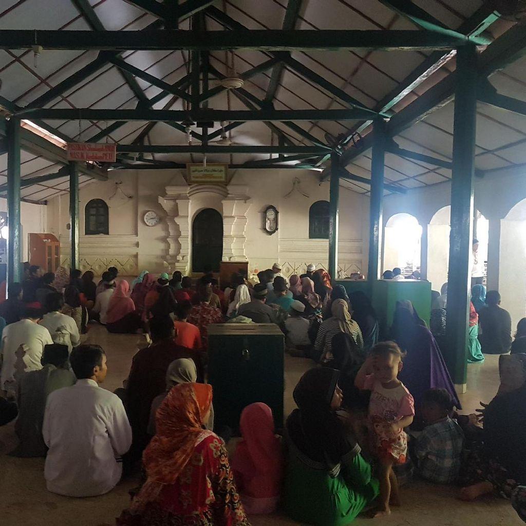 Jelang Puasa, Makam Sultan Maulana Hasanuddin Dipadati Peziarah