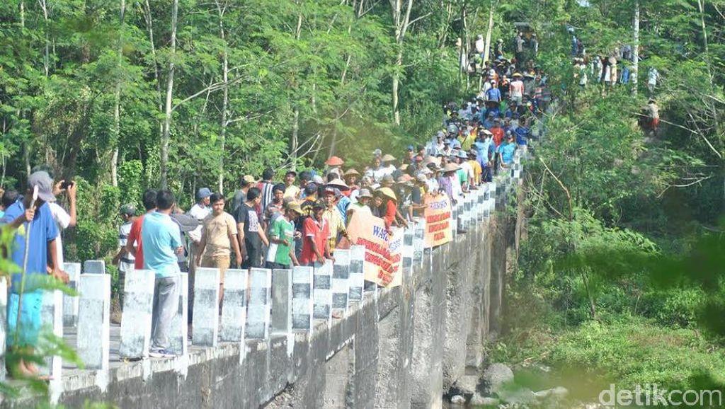 Tolak Tambang Pasir, Warga Magelang Blokir Jalan Batas Provinsi