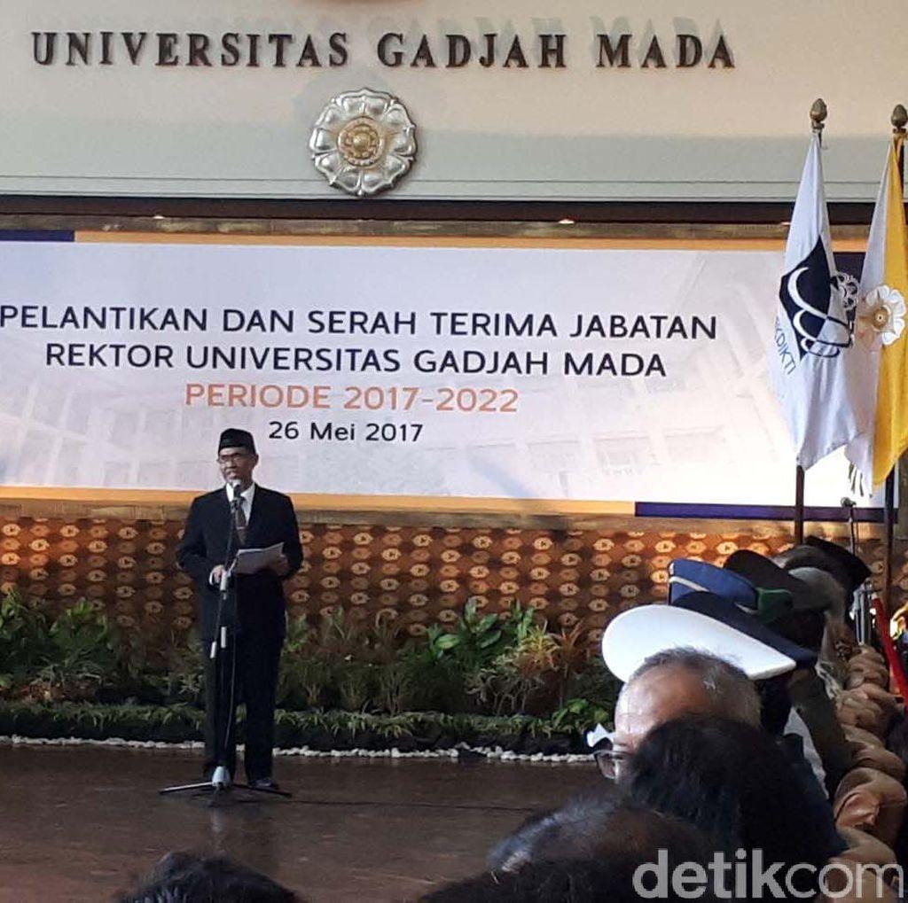 Pratikno Lantik Prof Panut Mulyono sebagai Rektor UGM