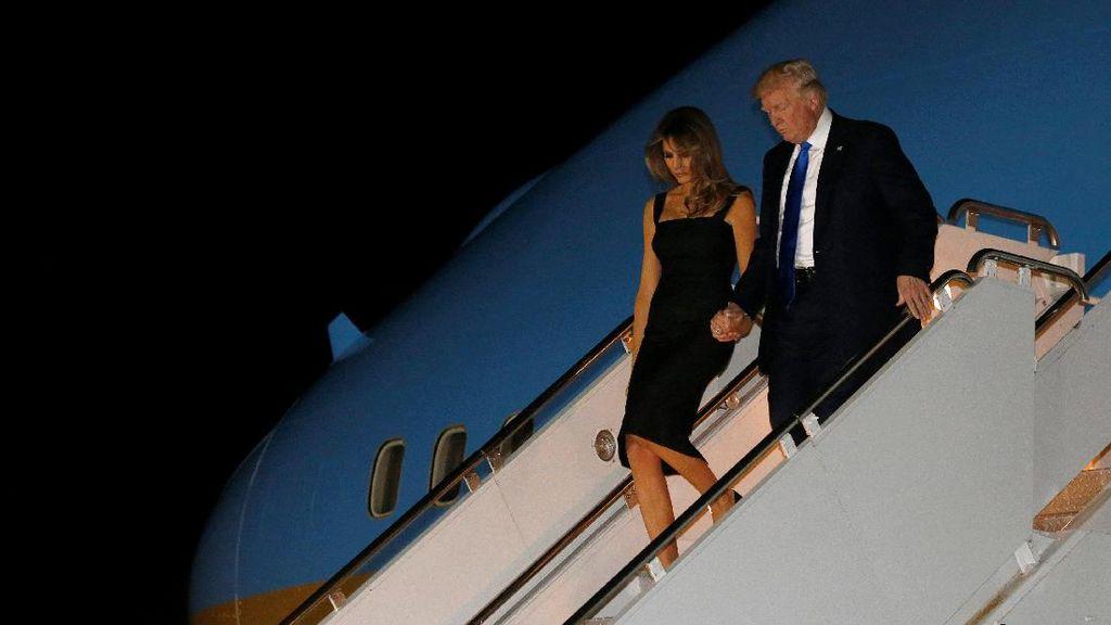 Donald dan Melania Trump Gandengan Tangan Lagi Pasca Isu Pernikahan Retak