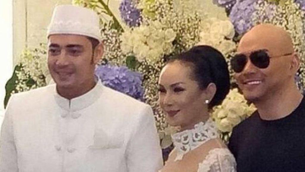 Senyum Deddy Corbuzier Hadiri Pernikahan Mantan Istri