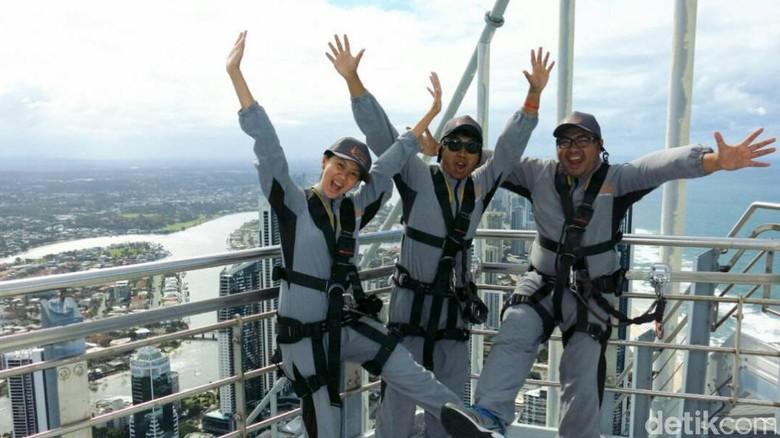 Saat Turis Nekat Naik ke Atap Gedung Tertinggi di Australia