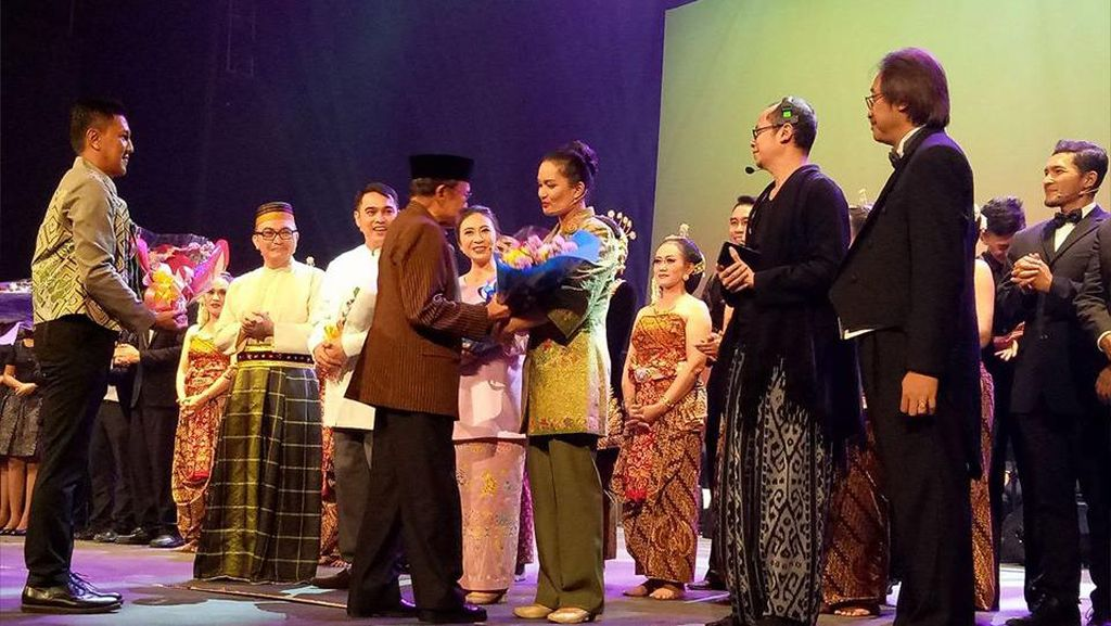 Kisah Cinta Habibie dan Ainun Diadaptasi ke Panggung Opera