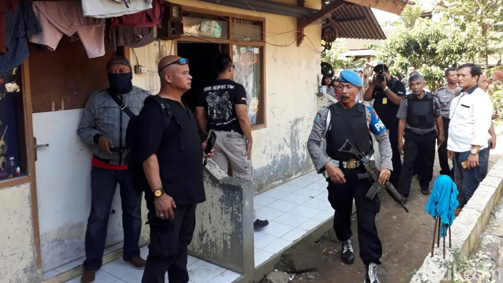 2 Rumah Kontrakan Terduga Teroris di Bandung Digeledah Densus