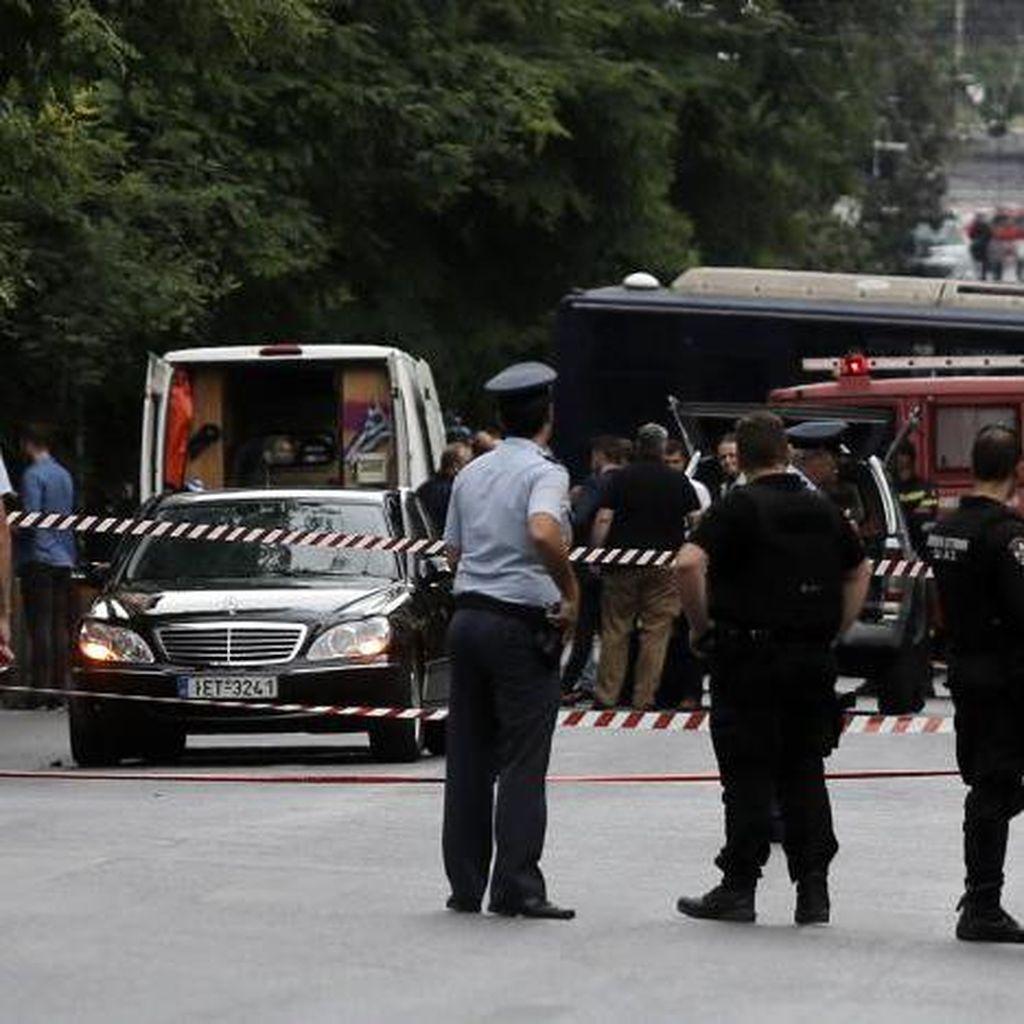 Eks PM Yunani Luka-luka Akibat Ledakan di Dalam Mobil