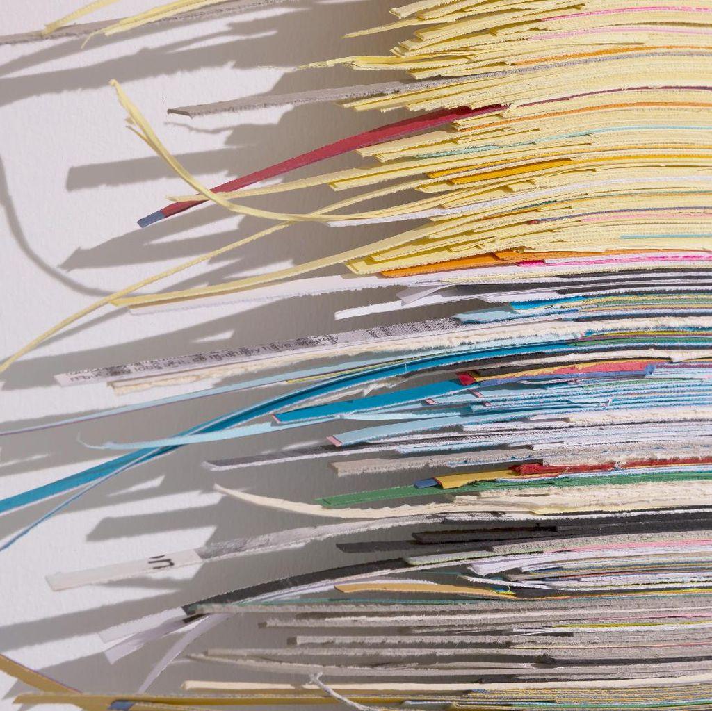 Bergaya Abstrak, Irfan Hendrian Tetap Gunakan Kertas di Pameran Terbaru