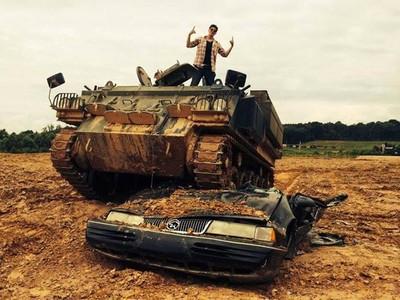 Wisata Naik Tank Sungguhan Ada!