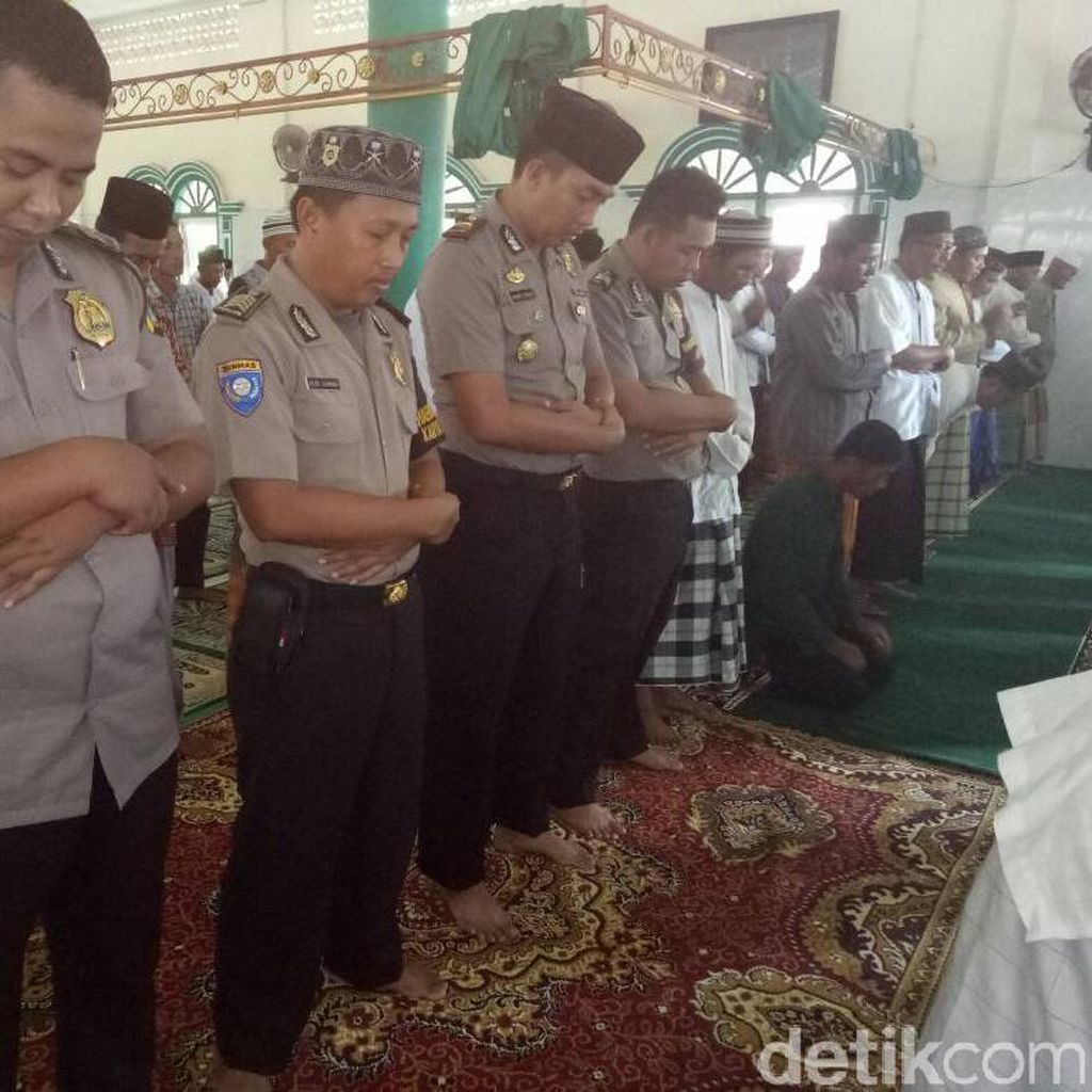 Polda Babel Gelar Salat Gaib untuk Korban Bom Kampung Melayu