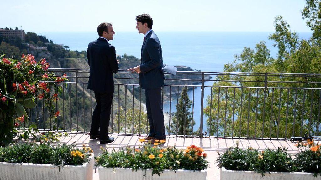 Saat Foto Romantis Trudeau dan Macron Membuat Heboh Dunia Maya