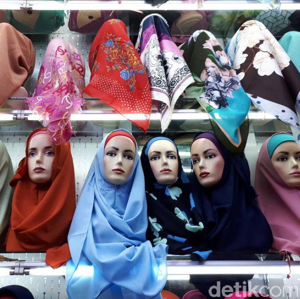 Pedagang Jilbab Tanah Abang Kejar Omzet Rp 800 Juta Selama Ramadan