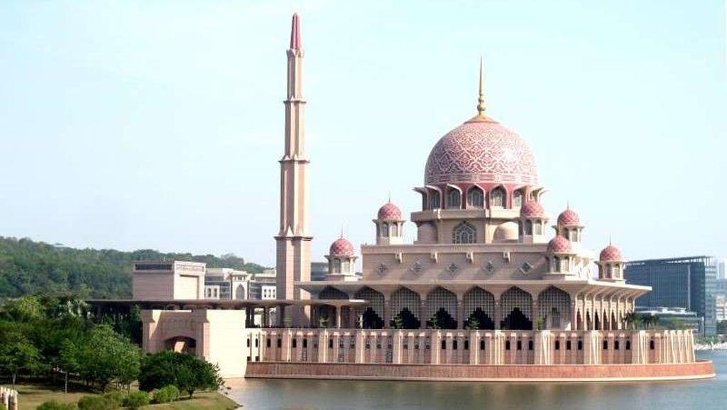 Masjid Unik di Malaysia, Warnanya Pink!