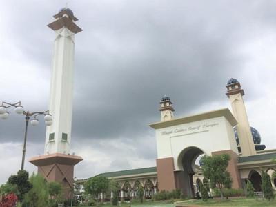 Akhir Pekan Saat Ramadan, Wisata Religi ke Masjid Megah di Siak