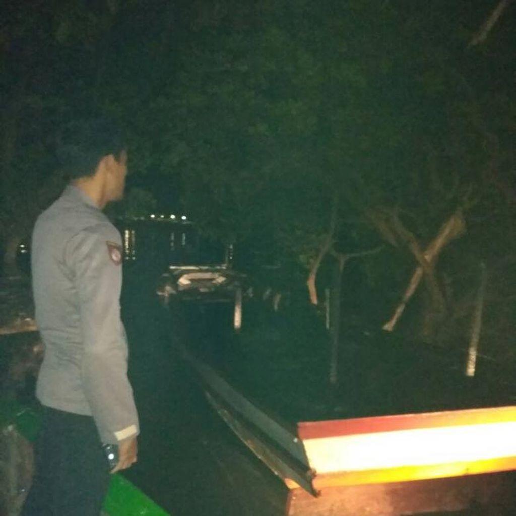 Sebuah Kapal Terbakar Saat Bersandar di Dermaga Pulau Pari