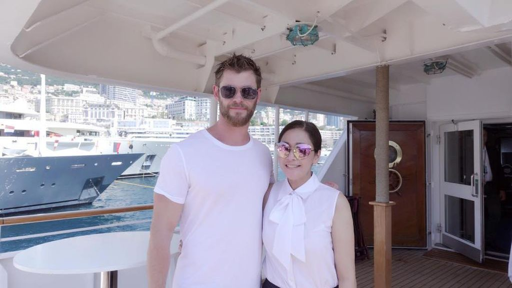 Iri! Maia Estianty Foto Bareng Chris Hemsworth di Monako