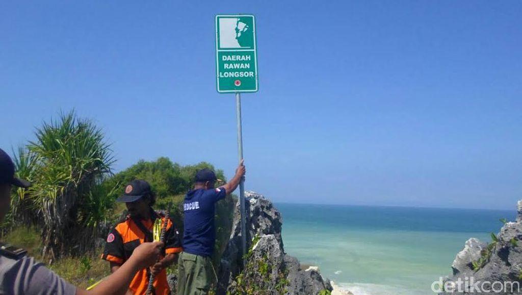Tebing Longsor, Pantai Ngungap Gunungkidul Ditutup Untuk Kunjungan