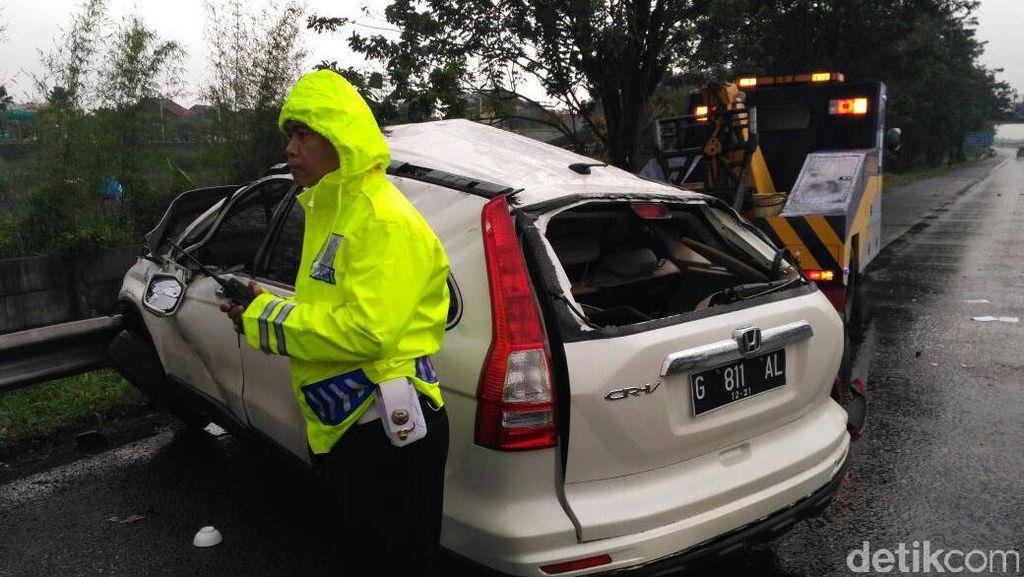 Mobil Oleng ke Median Jalan Tol Padaleunyi, Satu Orang Tewas