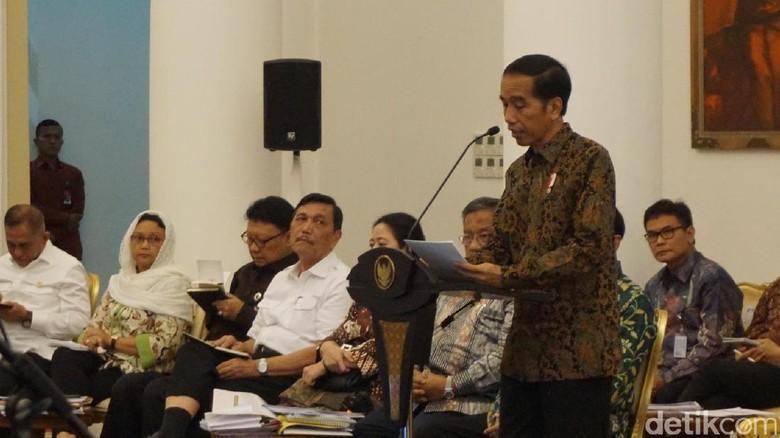 Penasaran Daya Beli Turun, Jokowi Panggil 18 Menteri