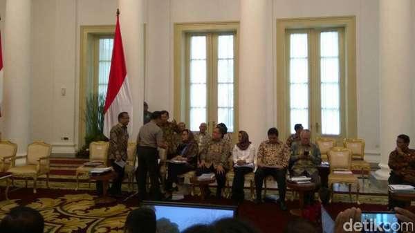 Jokowi Minta Para Menteri Pastikan Mudik Lebaran Tahun Ini Lancar
