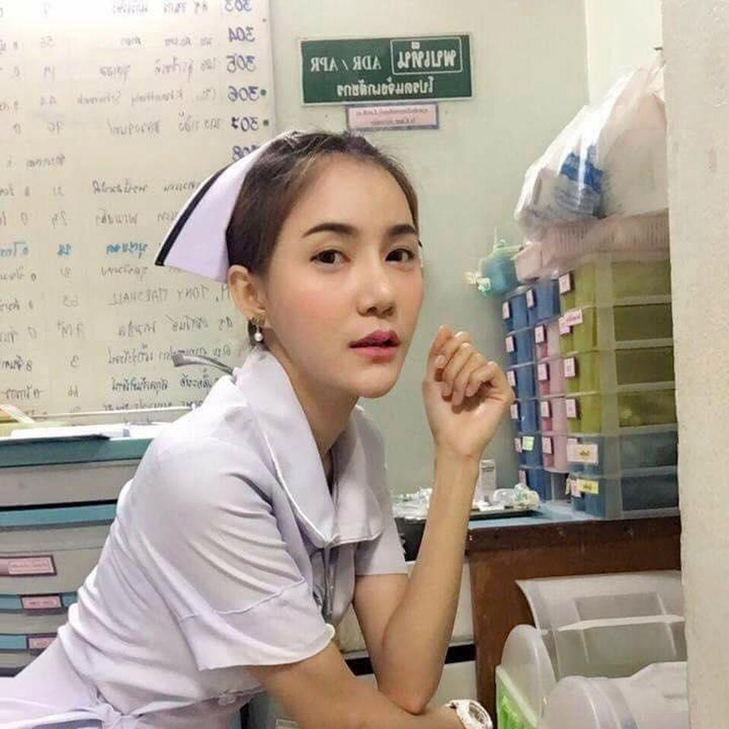 Nggak Bikin Batal Puasa, Intip Suster Cantik yang Dipaksa Resign karena Seksi