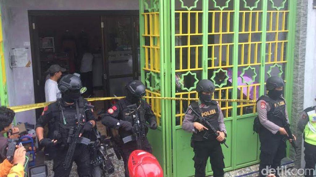 Densus 88 Juga Geledah Rumah Warga di Tawangmangu, Karanganyar