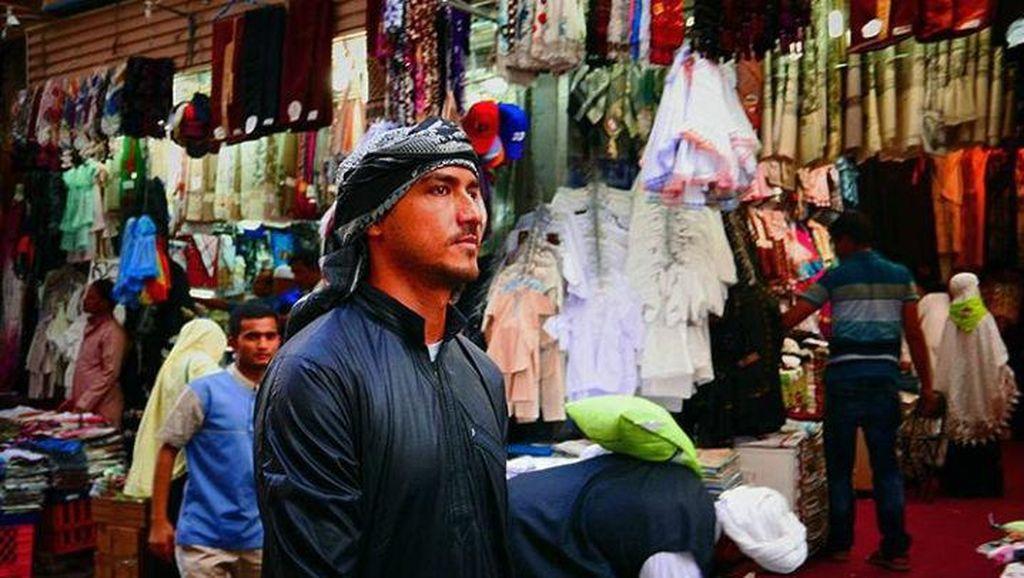 Foto: Selebrti Pria Indonesia yang Makin Tampan Pakai Peci & Sorban