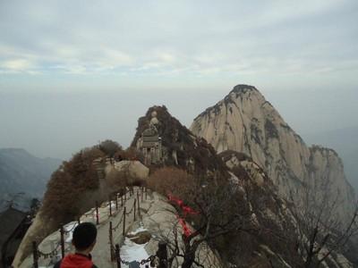 China Punya Jalur Pendakian Ekstrim: Gunung Hua!
