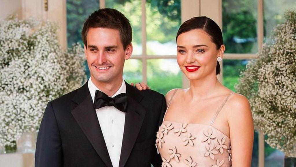 Resmi Menikah, Ini Foto Kemesraan Miranda Kerr dan Evan Spiegel