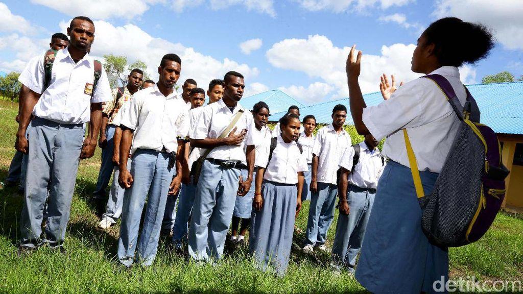 Anak-anak Papua Nugini Menyeberang ke Merauke untuk Sekolah