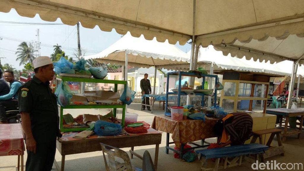 Sejumlah Pedagang di Aceh Kepergok Jualan Makanan di Siang Hari