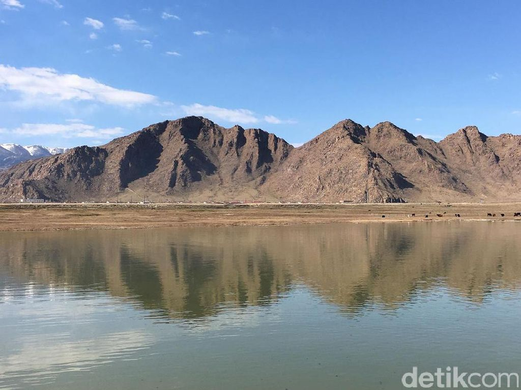 Ada Danau Sekeren Ini di China