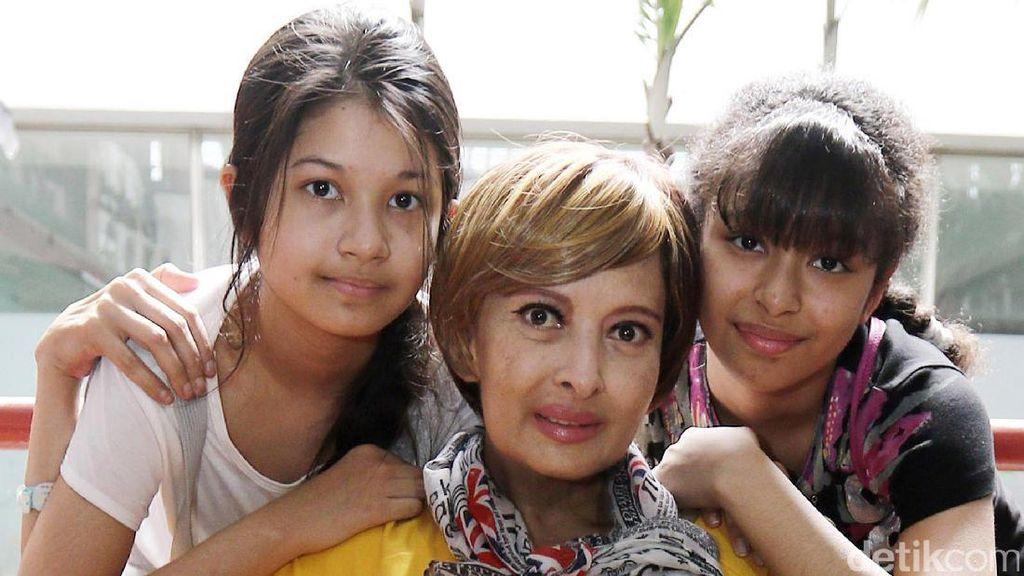 Pulang dari China, Yana Zein Lepas Rindu dengan Buah Hatinya