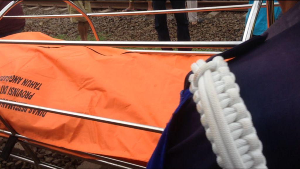 Jenazah Wanita yang Tewas Tertabrak KA di Buaran Dibawa ke RSCM