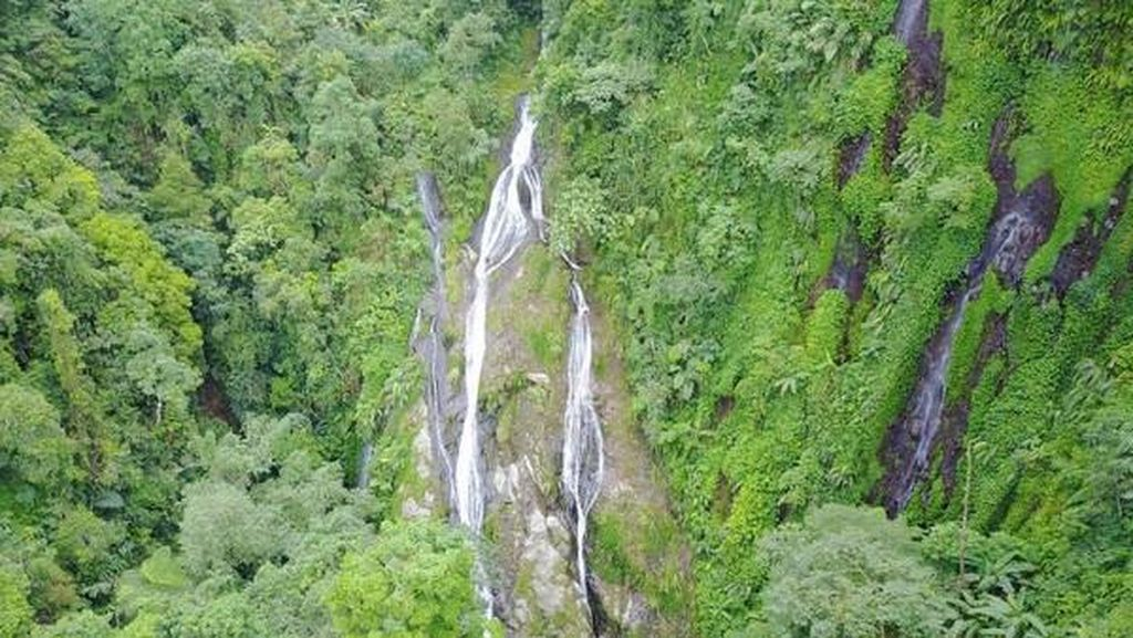 Main Basah-basahan di Bogor? Coba Air Terjun Cibadak
